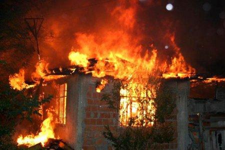 Ağstafada ev yandı