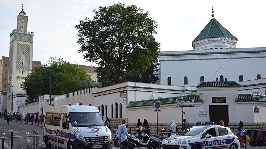 Полиция опечатала мечеть под Парижем