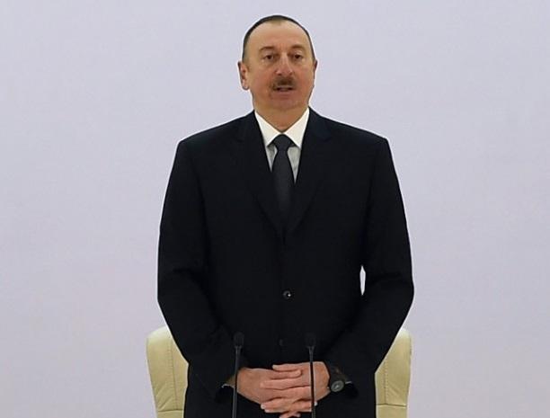 Глава Кыргызстана поздравил Ильхама Алиева