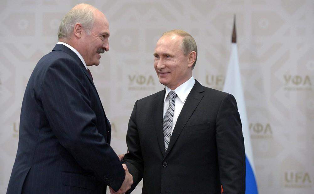 Lukaşenko Putinlə 5 saat müzakirə apardı