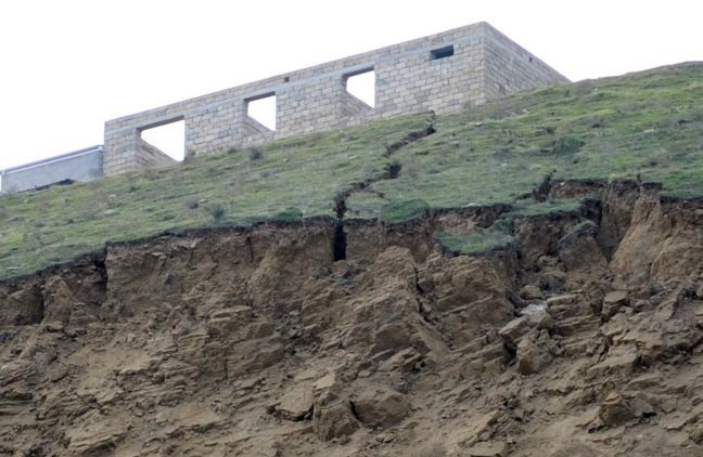 Sürüşmə zonasındakı çatlar genişlənir – Qərargah