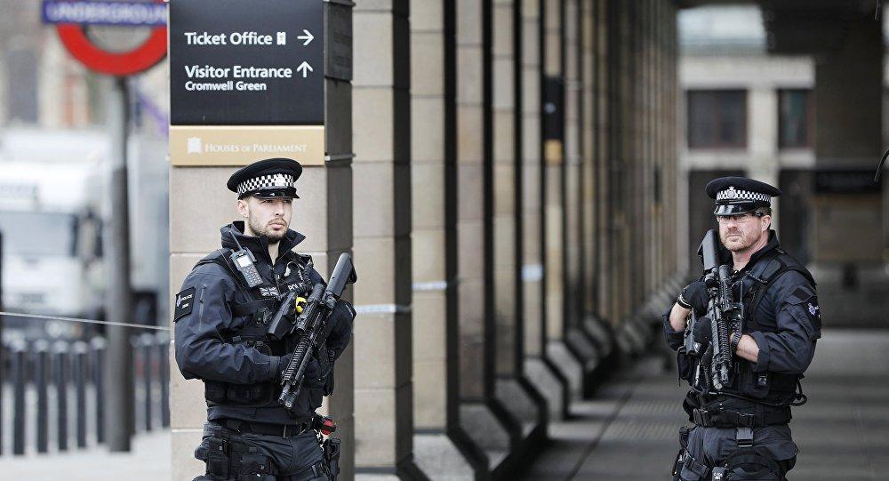 Неизвестный зарезал трех человек в Лондоне