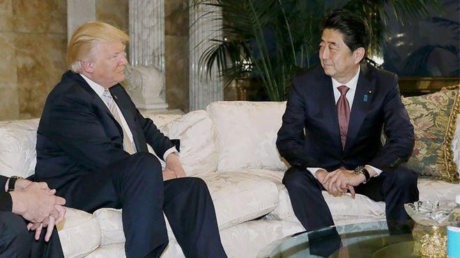 Trampla Abe qolf oynamağa razılaşdılar