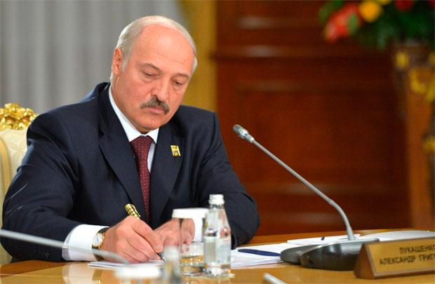 Lukaşenko 6 min məhbusu azad etdi