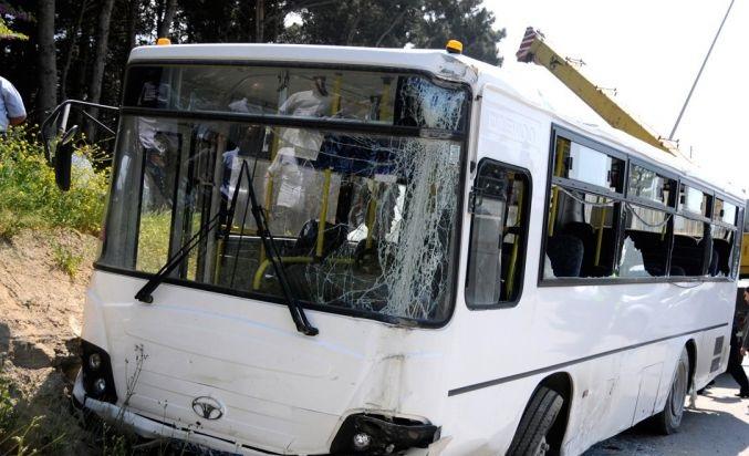 Bakıda ABŞ səfirliyi əməkdaşının maşını avtobusla toqquşdu