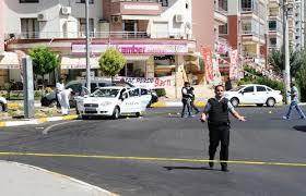 Türkiyədə terakt: Polis avtomobilinə hücum edildi