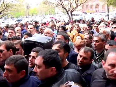 Protest in Armenia: Car was overturned -