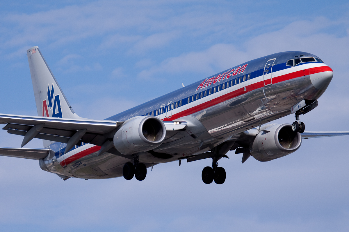 American Airlines to cut management and support staff