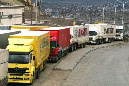Azərbaycan vasitəsilə 10 milyon tondan artıq yük daşınıb