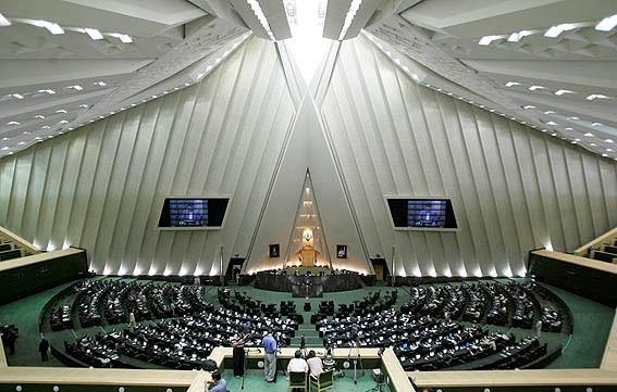 ایران پارلامنتی آمریکایا قارشی سانکسییالاری دوشونور