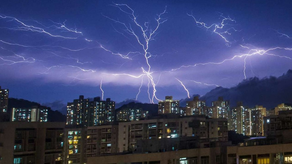 Spectacular lightning storm dazzles UK