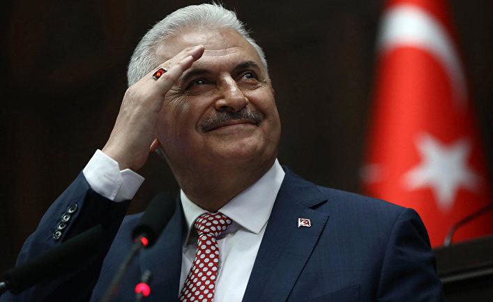Yıldırım jurnalistlə zarafatlaşdı: Kürsü əlimizdə qaldı