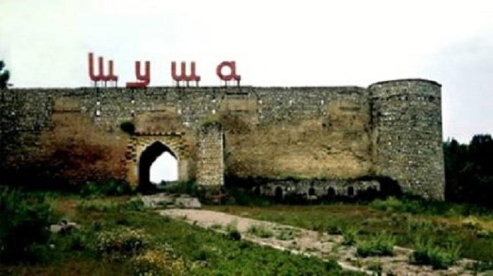 Ermənilər Şuşa qalasını məhv edir