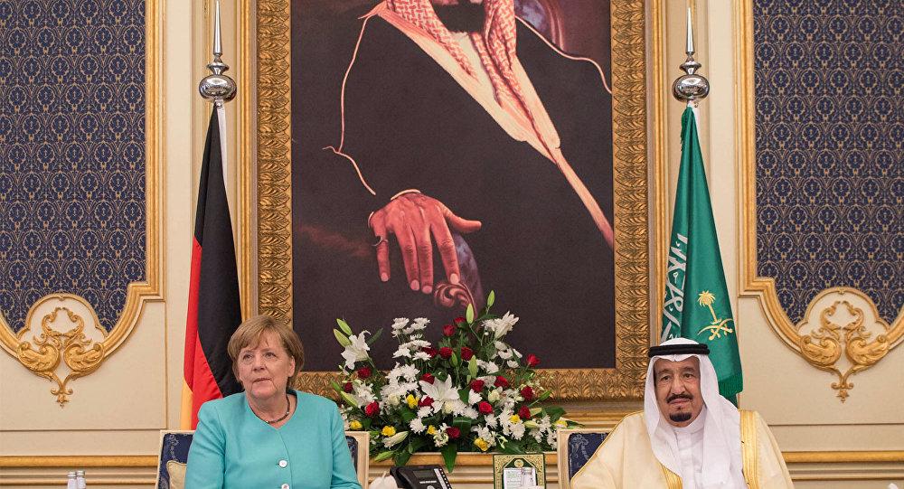 Merkel kralla görüşdə baş örtüyü geyinmədi - Foto