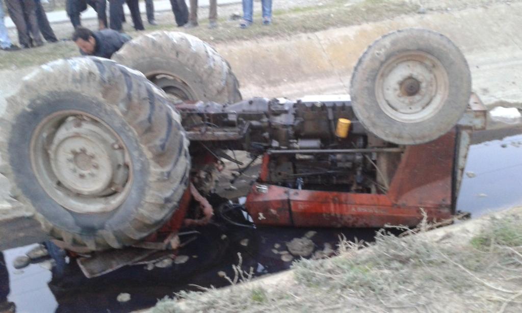Kürdəmirdə mikroavtobus traktora çırpıldı: yaralılar var