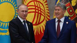 Atambayev Putinə orden verdi