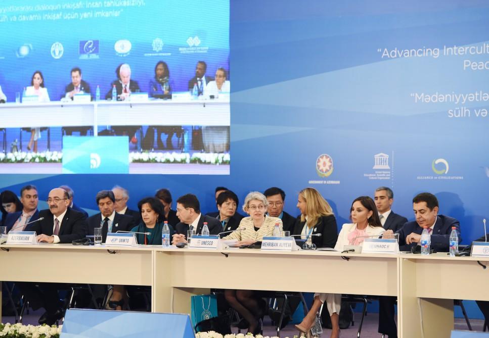 VI Qlobal Bakı Forumu işini davam etdirir