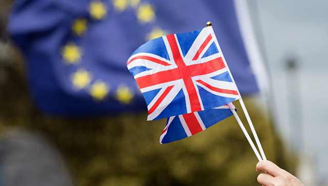 Delay Brexit, three UK ministers urge