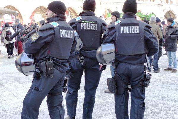 فرانسادا محبوس قیامی: پولیس عملیات کئچیریر