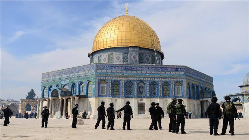 Over 1,000 Jewish settlers converge on Al-Aqsa complex