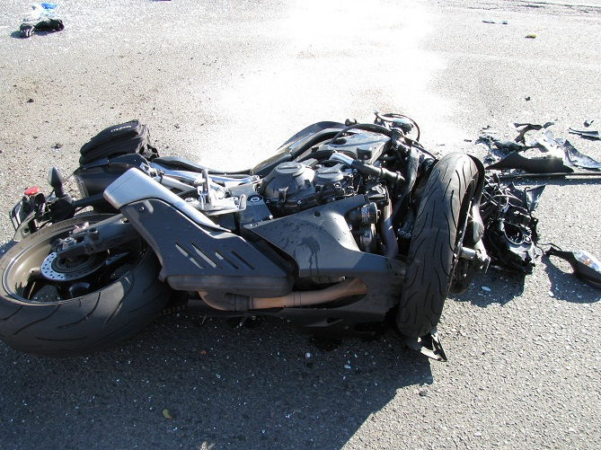 Bakıda avtomobil motosikletlə toqquşdu: ölən var