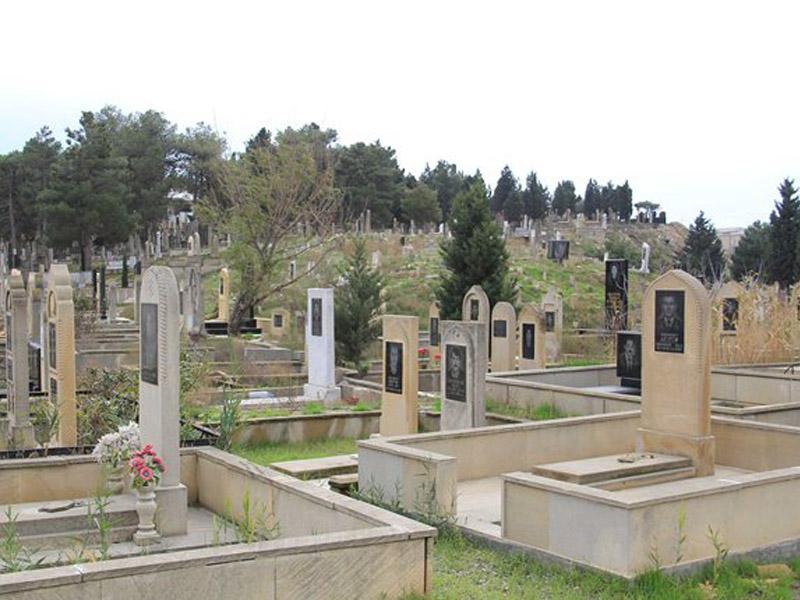 Xırdalanda şəhid məzarlığı dağıdıldı: bələdiyyə isə... - Video