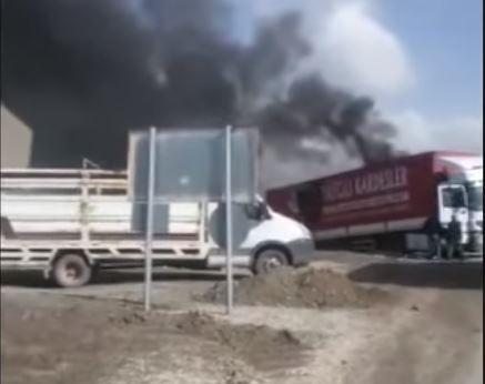 22 TIR, polis maşını və mikroavtobus toqquşdu - Video