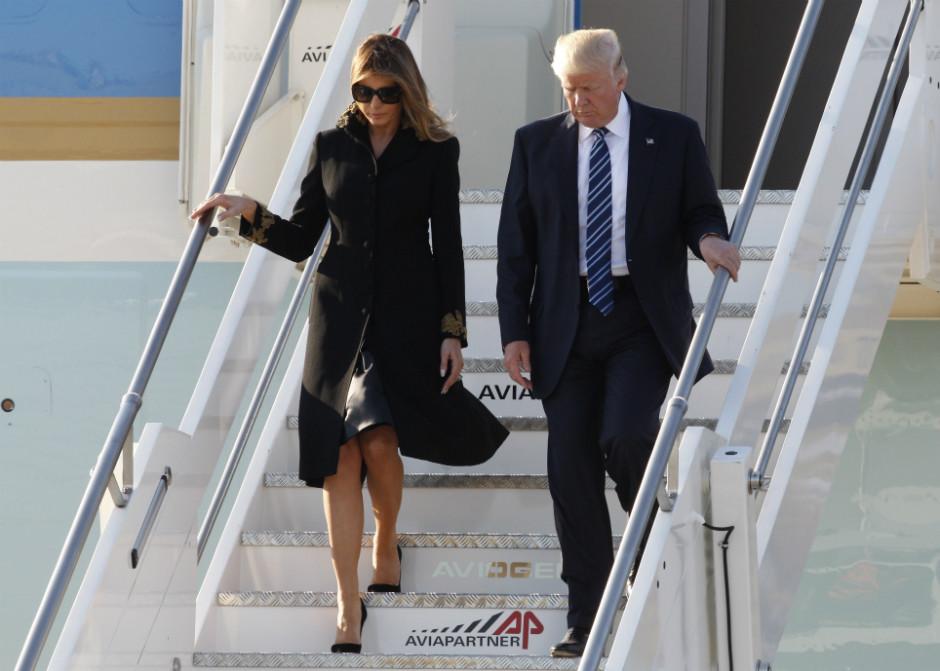Самолет с Меланией Трамп на борту задымился