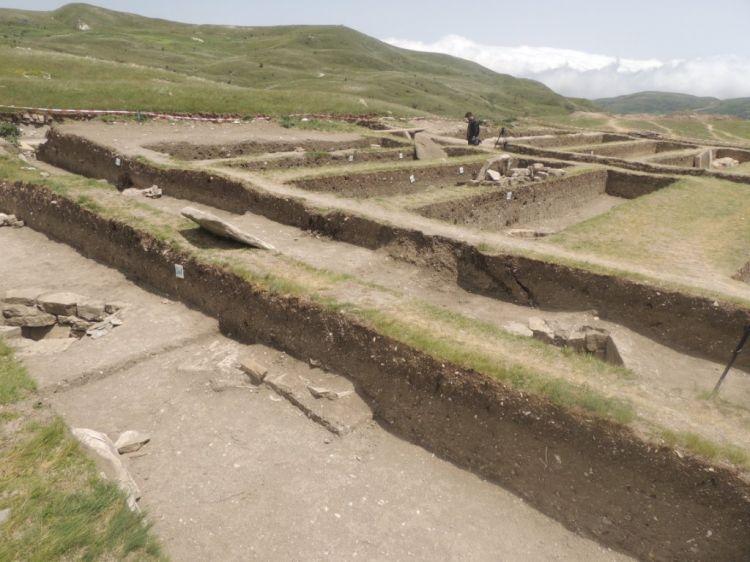 В Шамахы обнаружен древний некрополь