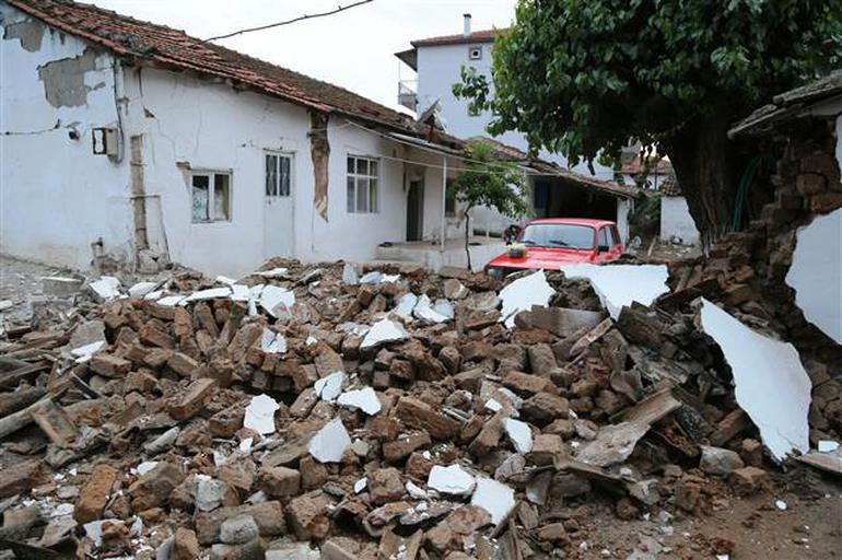 تورکییهده گوجلو زلزله باش وئردی