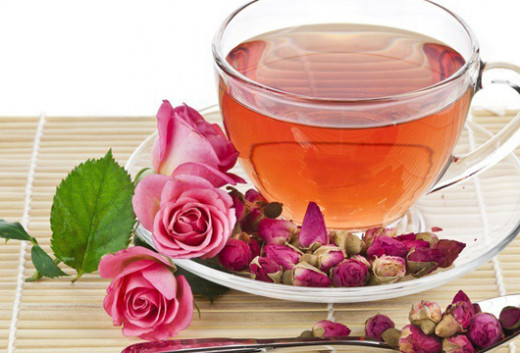 Qızılgül ləçəklərindən müalicəvi çay