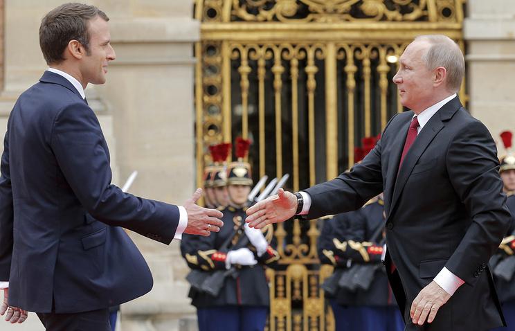 Макрон рассказал Путину о приоритетах Франции в Сирии