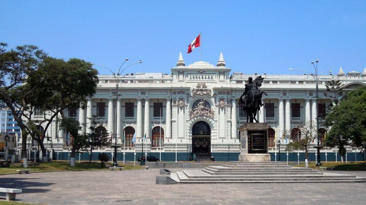 Peruda prezidentin impiçmenti üçün səsvermə keçirildi