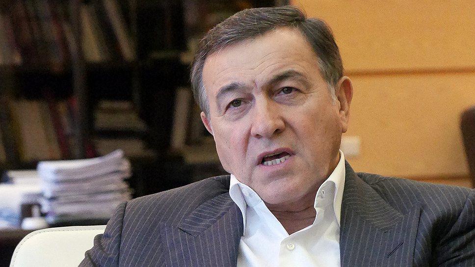 Azərbaycanlı milyarder sərgi keçirir