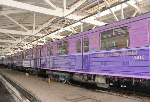 Россия отправила Бакинскому метрополитену 4 поезда