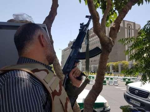 İran parlamentində ölənlərin sayı 12 oldu: 39 yaralı - Foto