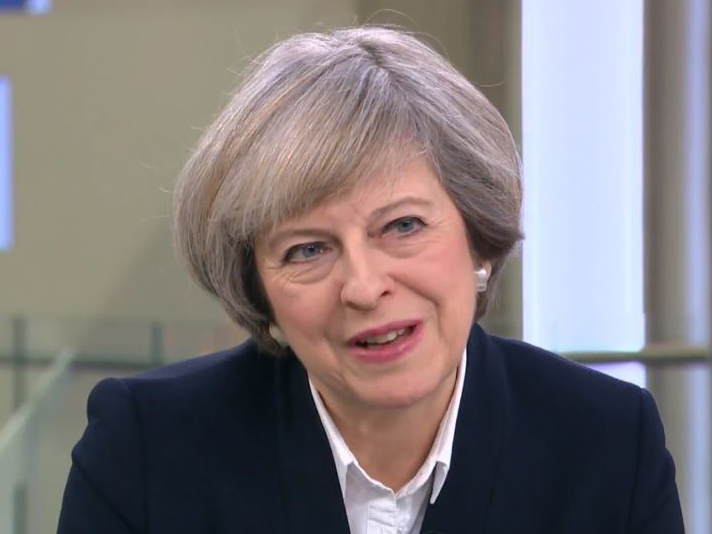 Theresa May at Brussels EU summit to urge short delay -
