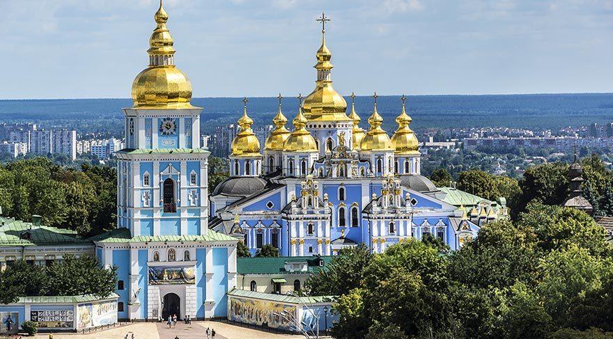 Ukrayna Rusiya ilə mübarizədə özünə ziyan vurdu