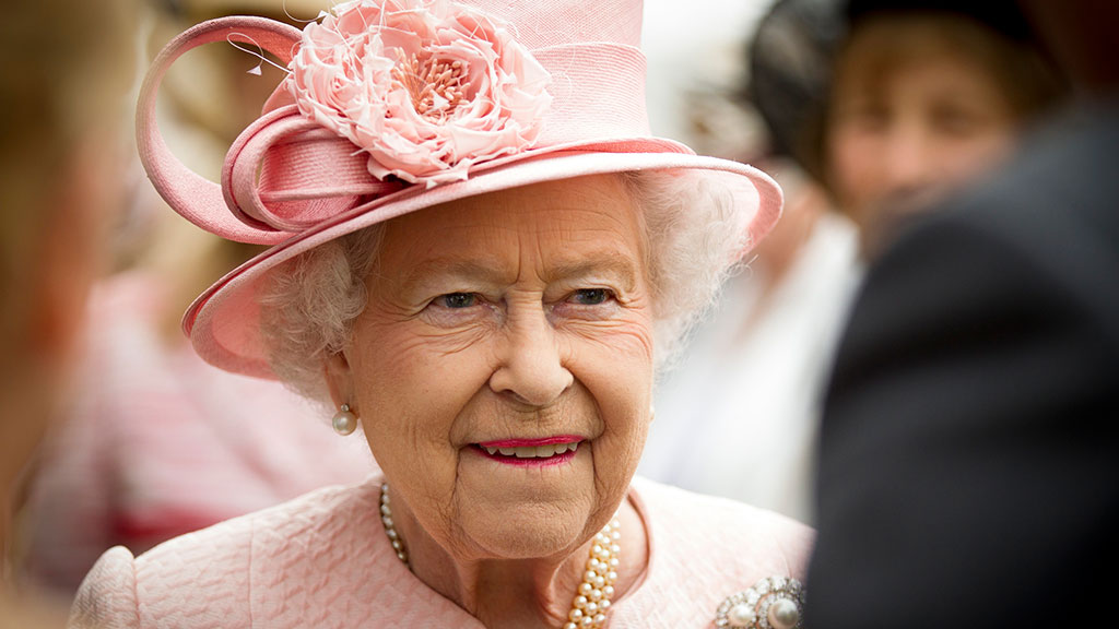 Coronavirus: Queen to urge 'self-discipline and resolve'
