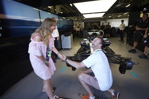 Formula-1 Qran-prisində sürpriz evlilik təklifi