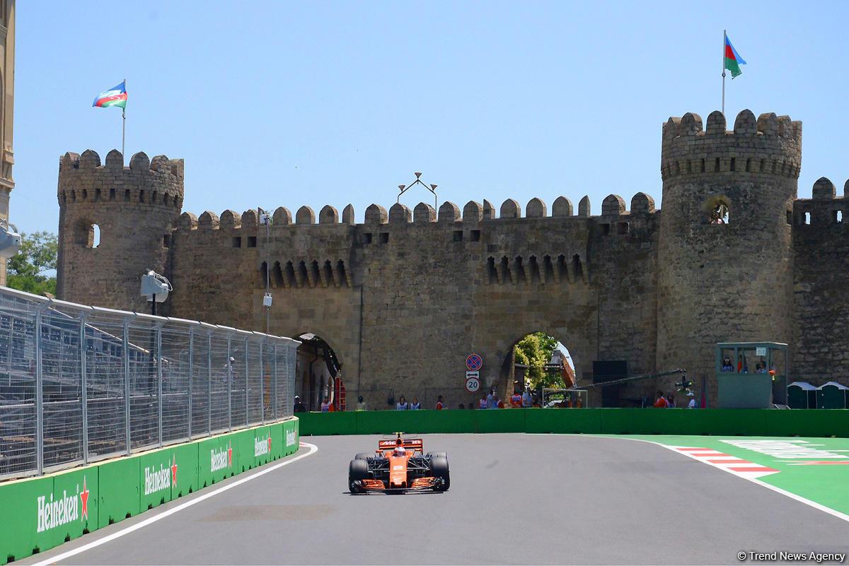 Formula-1 pilotlarının sıralama turu başladı - Canlı