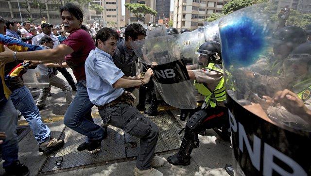 Venesuela parlamentinə hücum: yaralılar var