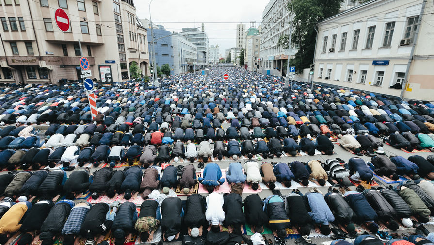 Russia bans mosque prayers during Ramadan