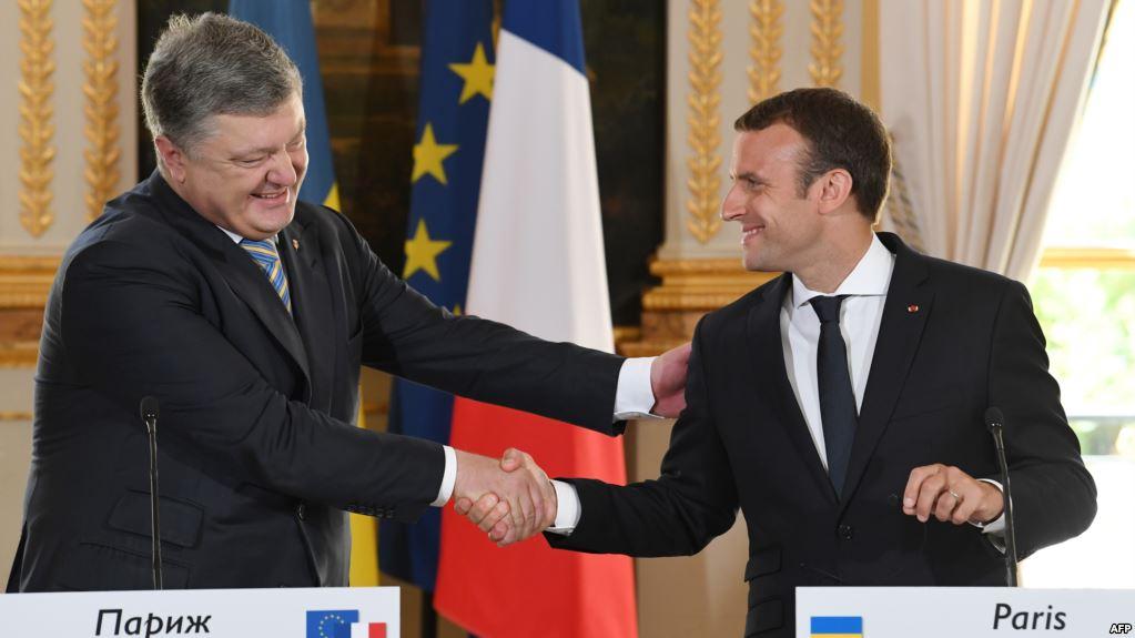 Macron met Poroshenko