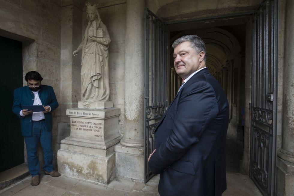 Порошенко объявил королеву Франции Анной Киевской
