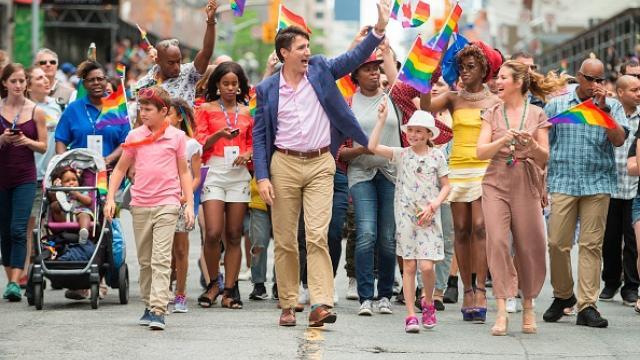 Премьер Канады на гей-параде - Фото