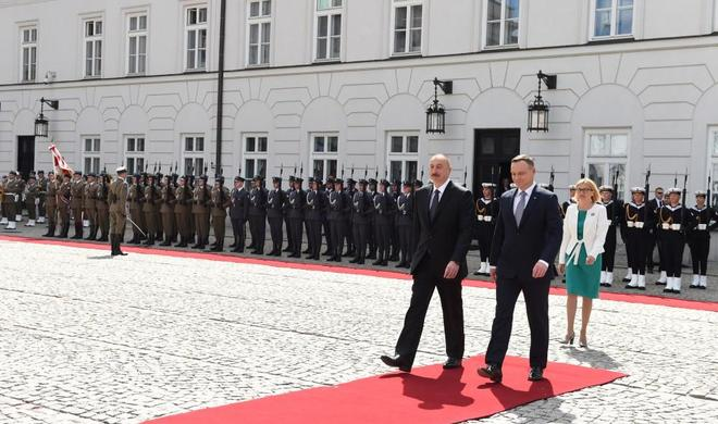 Welcome ceremony was held for Ilham Aliyev in Warsaw