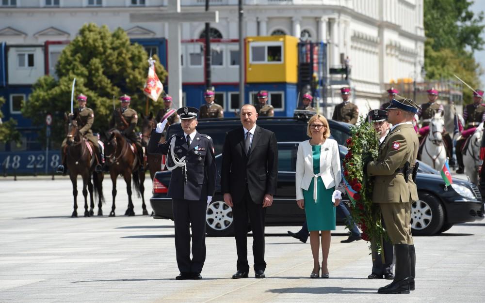 """Ильхам Алиев посетил памятник """"Неизвестному солдату"""""""