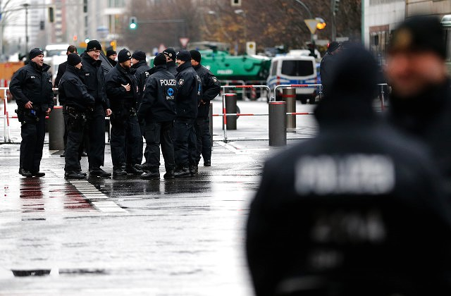 Попойка полицейских с прилюдным сексом в Гамбурге
