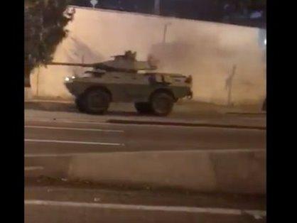 Мадуро окружил свой дворец бронетехникой